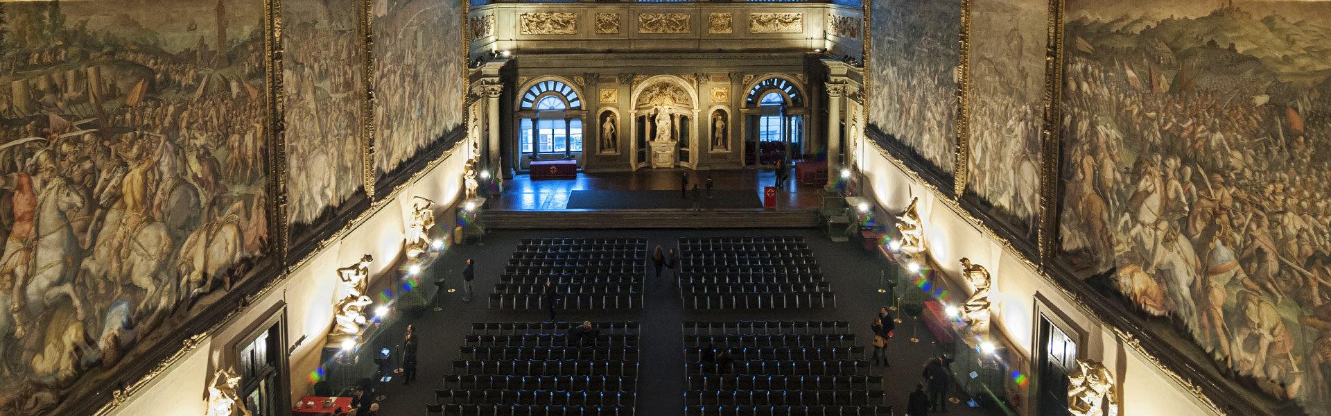Der prächtige Innenraum des Palazzo Vecchio in Florenz
